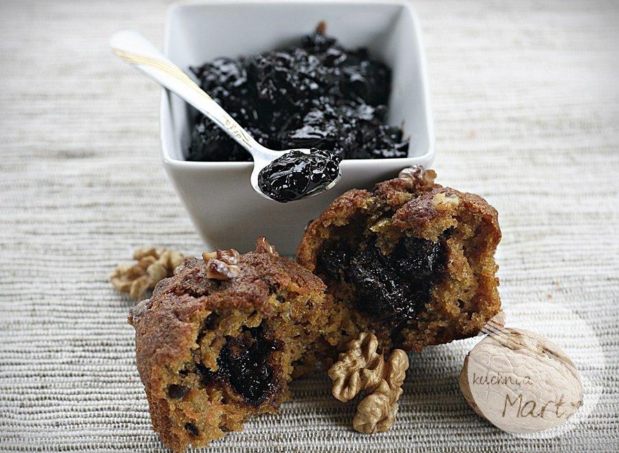 Pełnoziarniste marchewkowe muffinki z orzechami włoskimi i dżemem