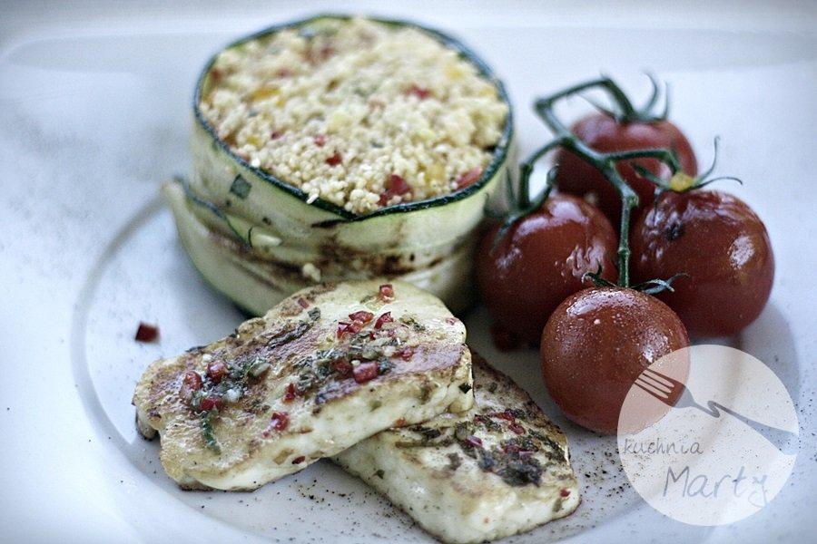 serek - Grillowany ser halloumi z kuskusem i warzywami