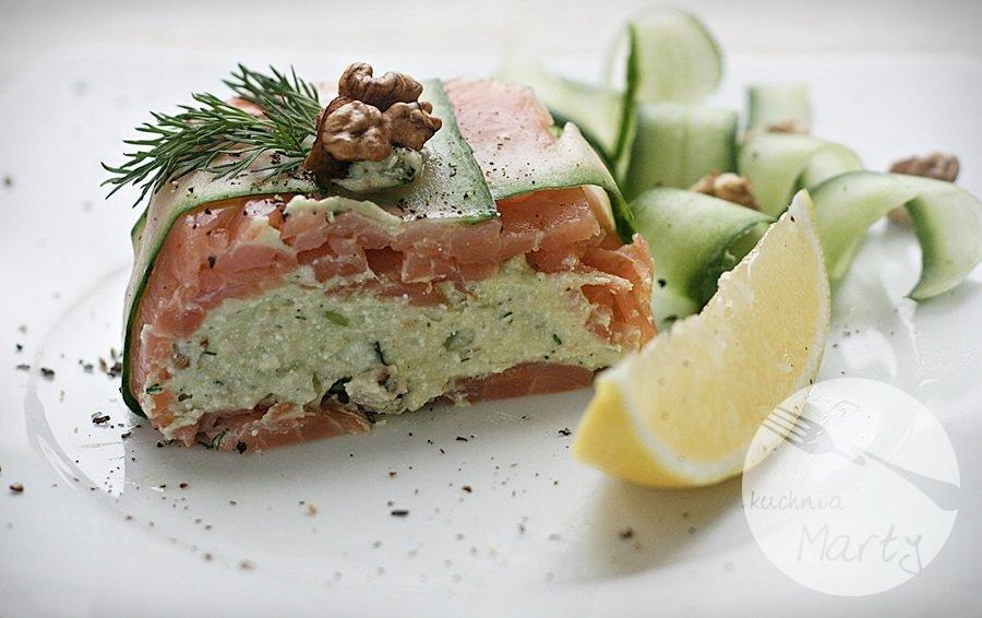 Terrina z awokado, orzechów włoskich i zielonego ogórka z łososiem