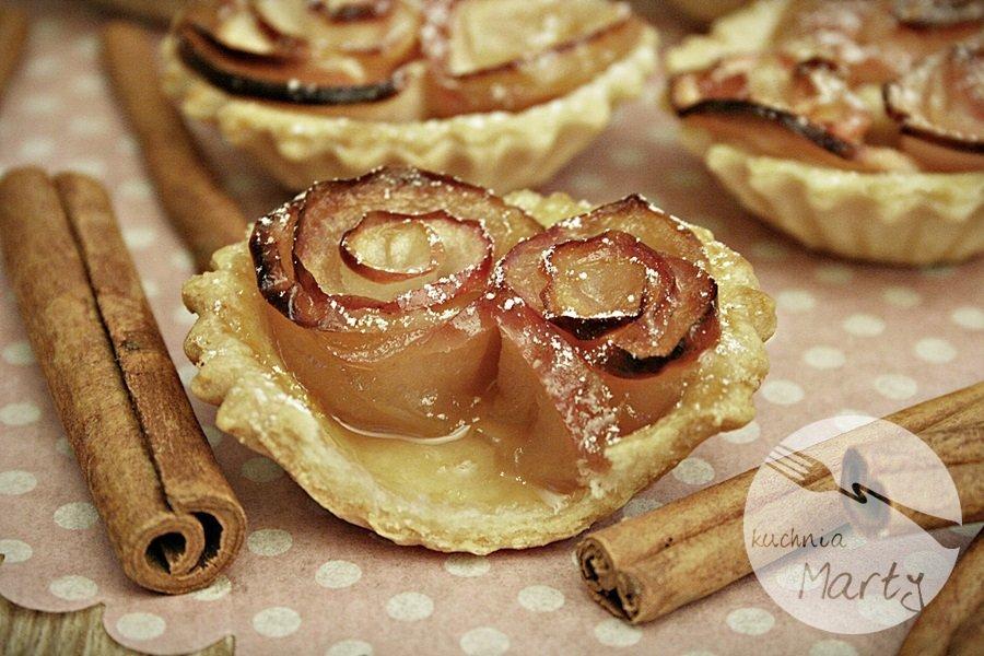 0157.900 - Karmelowe tartaletki z różami z jabłek