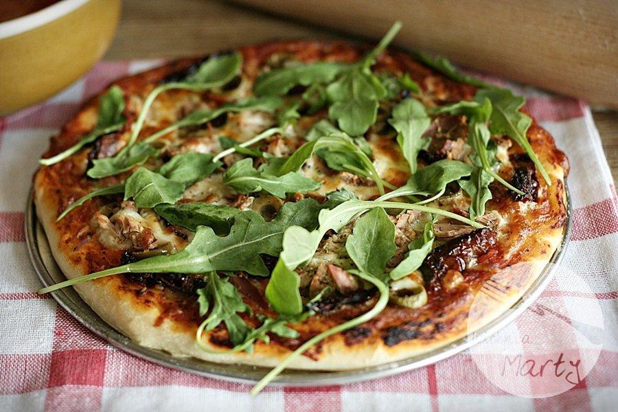 8784.900 - Włoska pizza z tuńczykiem i rukolą