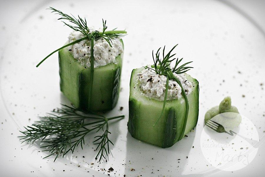 Ogórki nadziewane twarogiem z wasabi i imbirem