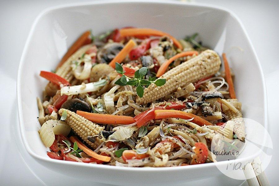 4587.900 - Makaron ryżowy z warzywami