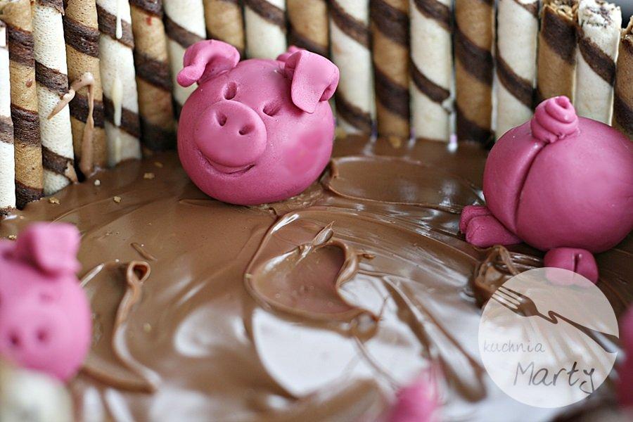 Tort świnki w błotku