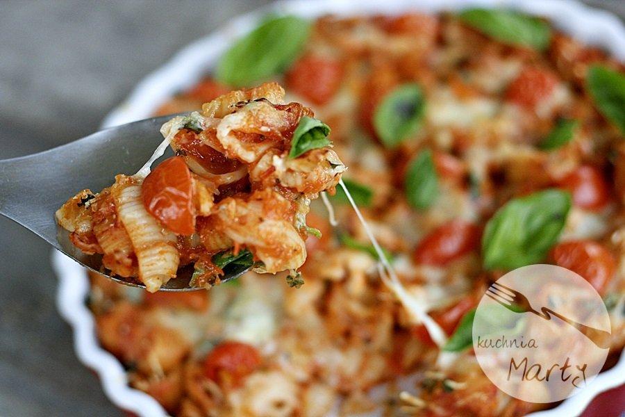 Zapiekany makaron z sosem pomidorowym