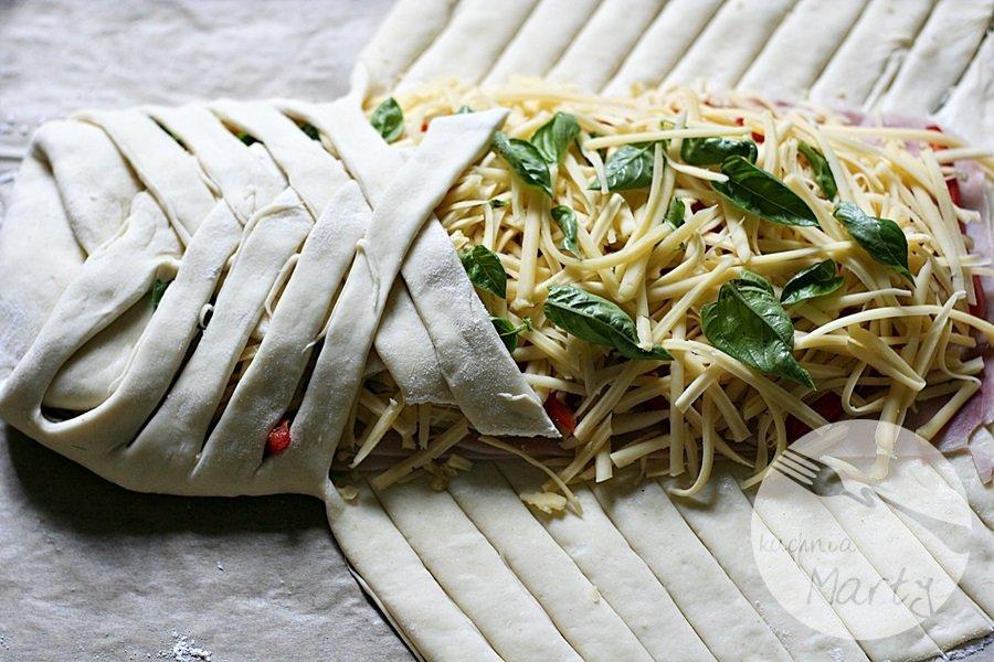 Drożdżowy warkocz z serem i szynką