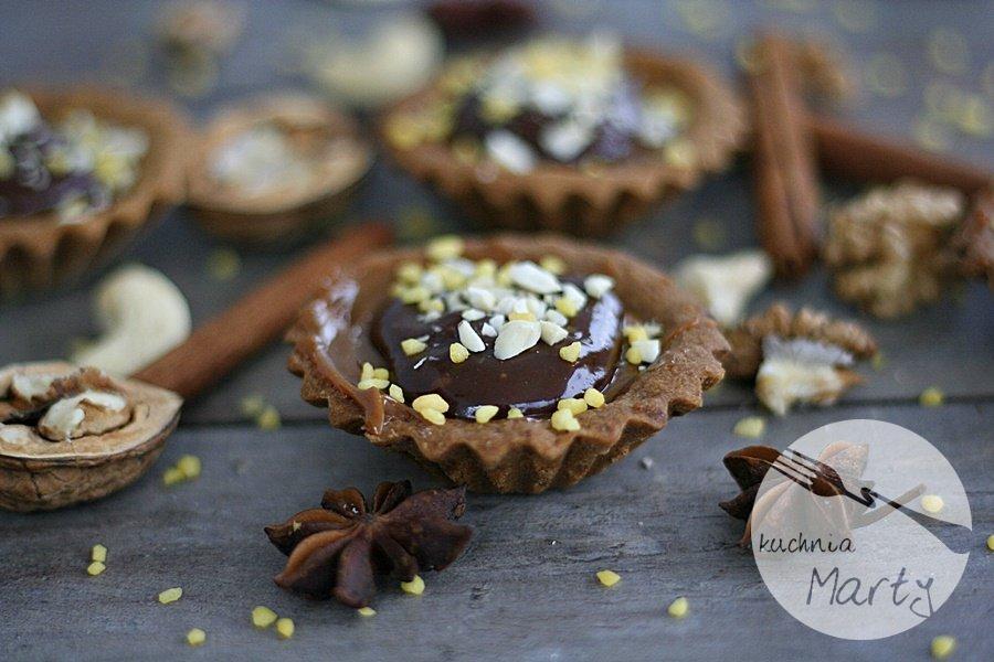 Tartaletki orzechowe z kremem kajmakowym i czekoladą
