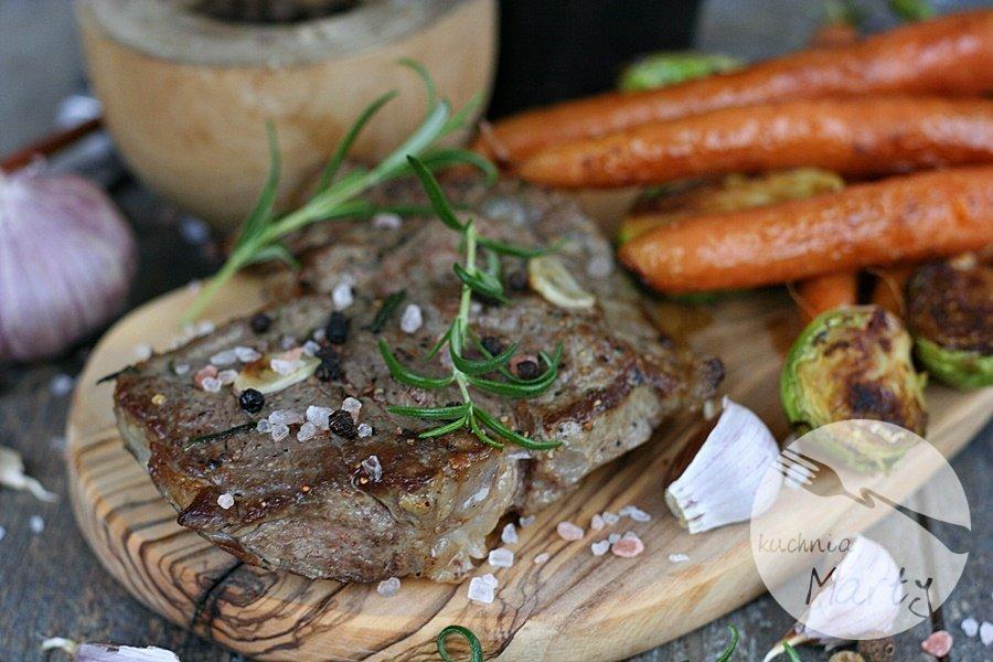 4305.900 - Antrykot wołowy z warzywami