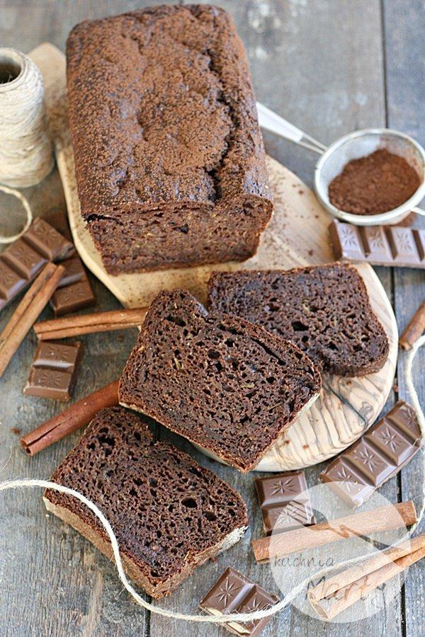 Ciasto czekoladowe z cukinią i musem jabłkowym