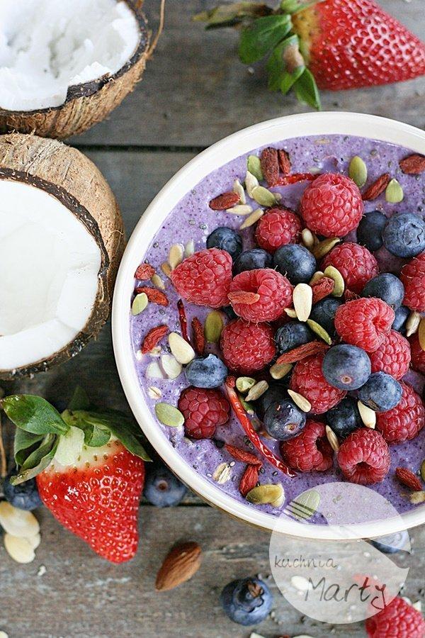 Owsianka z superfoods i owocami