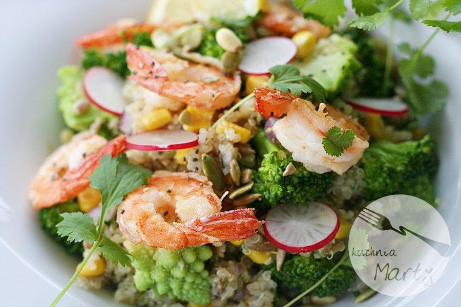 5476.900 - Superfoods - sałatka z komosą ryżową, brokułem i krewetkami