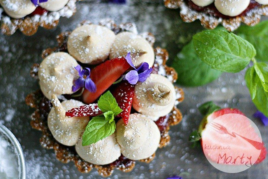 Tartaletki z rabarbarem i truskawkami