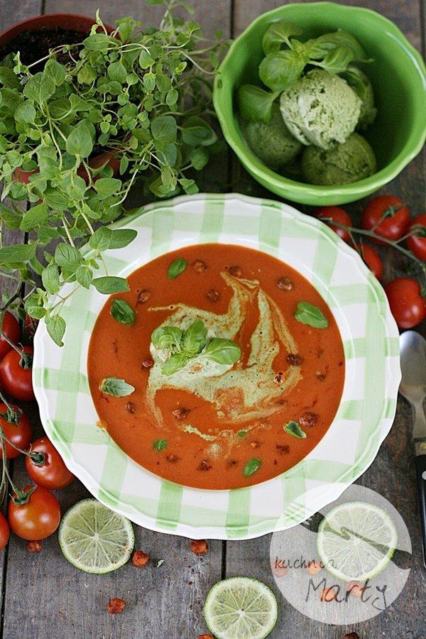 Krem z pomidorów z imbirem i bazyliowymi lodami