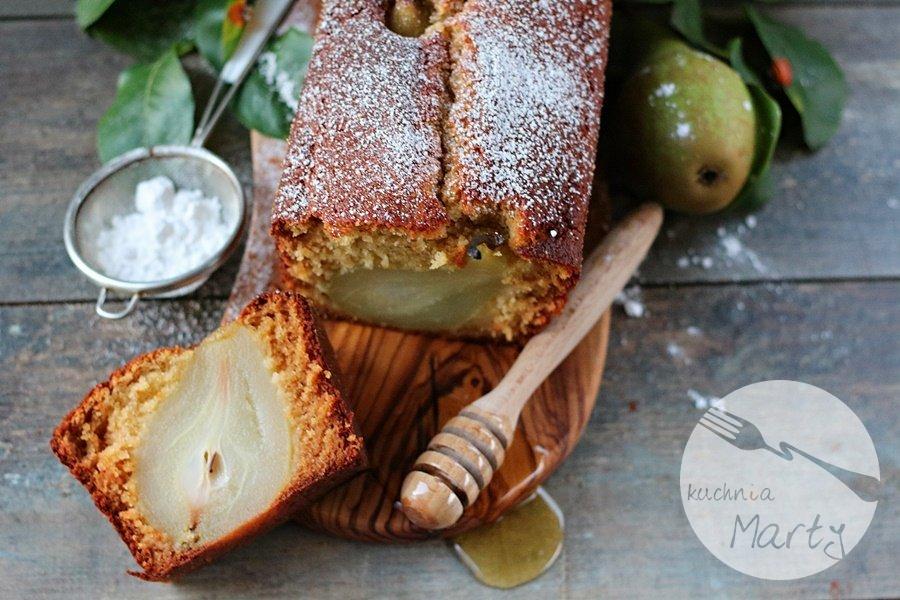 Imbirowe ciasto z pijanymi gruszkami