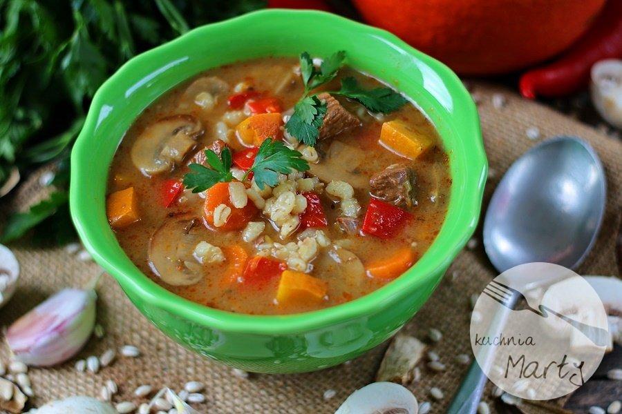 Zupa z pęczakiem i wołowiną