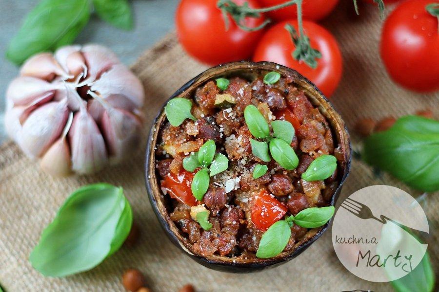 3866.900 - Bakłażan faszerowany karmelizowanymi pomidorami i ciecierzycą