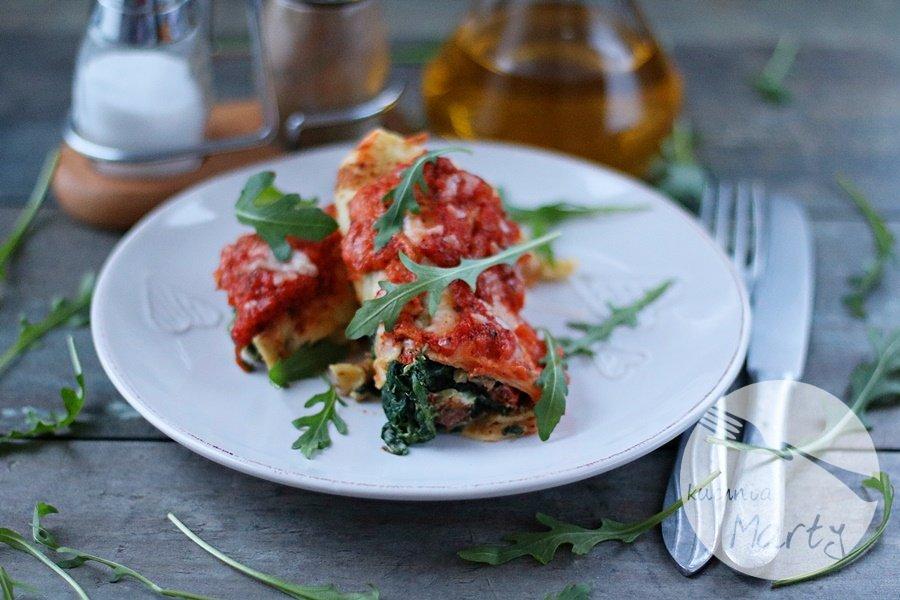 5545.900 - Naleśniki ze szpinakiem i ricottą zapiekane w sosie pomidorowym i mozzarelli