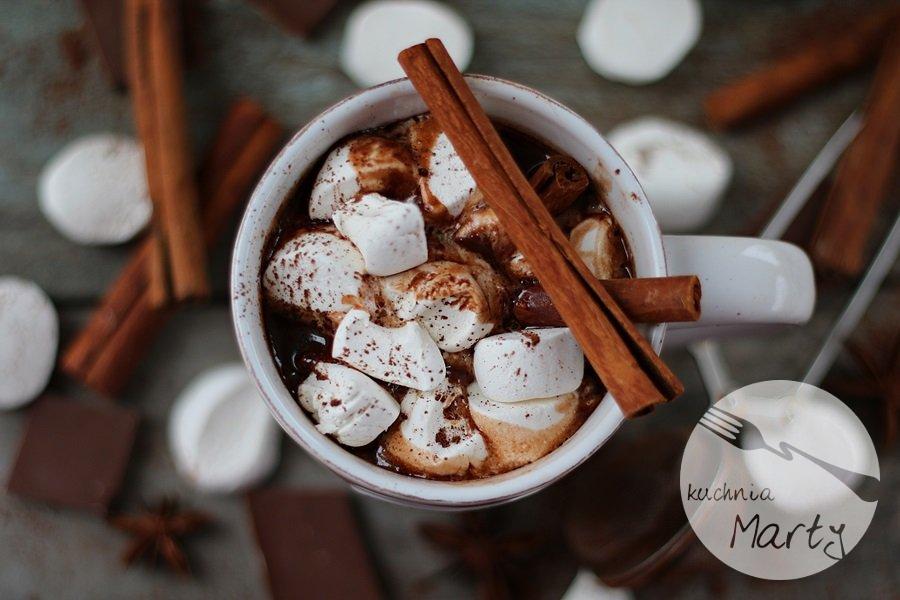 5624.900 - Gorąca czekolada z cynamonem i piankami