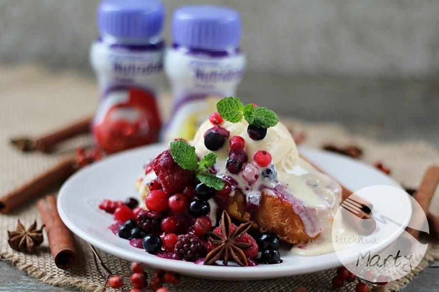 6277.900 - Tosty francuskie z sosem z owoców leśnych i lodami jogurtowymi