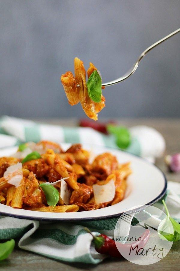 7114 - Penne z kurczakiem w sosie pomidorowym