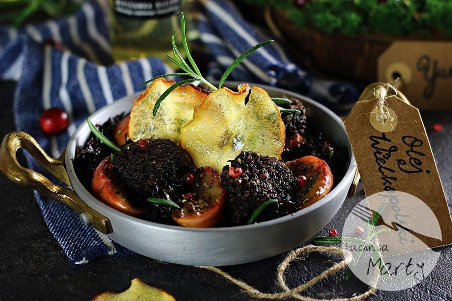 5566 - Kaszanka z karmelizowaną czerwoną kapustą i jabłkami