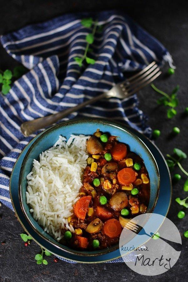 7211 - Sos z mięsa mielonego z marchewką i pieczarkami