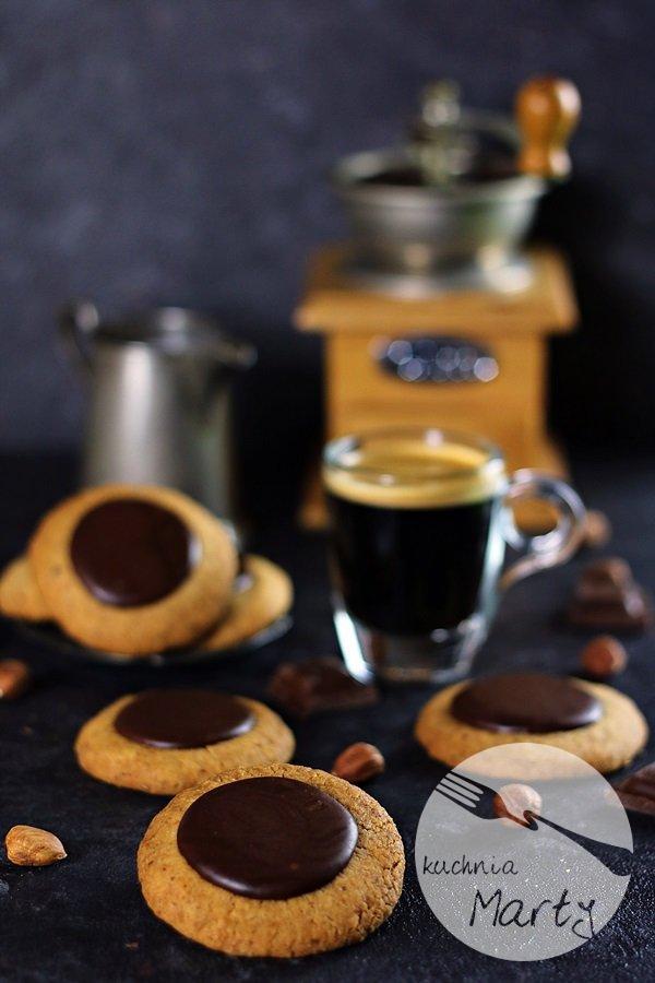 7234 - Ciasteczka orzechowo kawowe z czekoladą