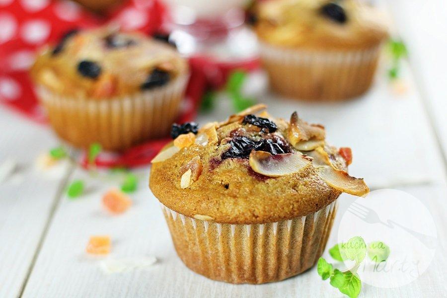 7463 - Orkiszowe muffinki z wiśniami