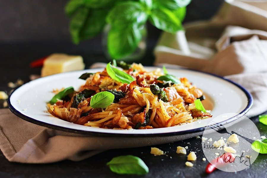9131 - Spaghetti ze szparagami i sosem pomidorowym