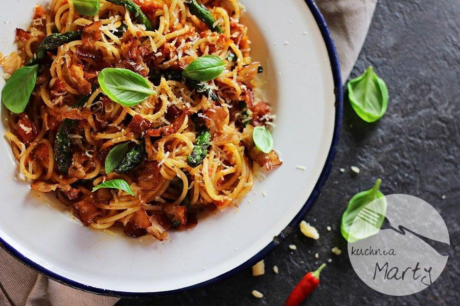 9146 - Spaghetti ze szparagami i sosem pomidorowym