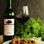 Makaron z sosem pomidorowym i bakłażanem – romantyczna kolacja w stylu włoskim