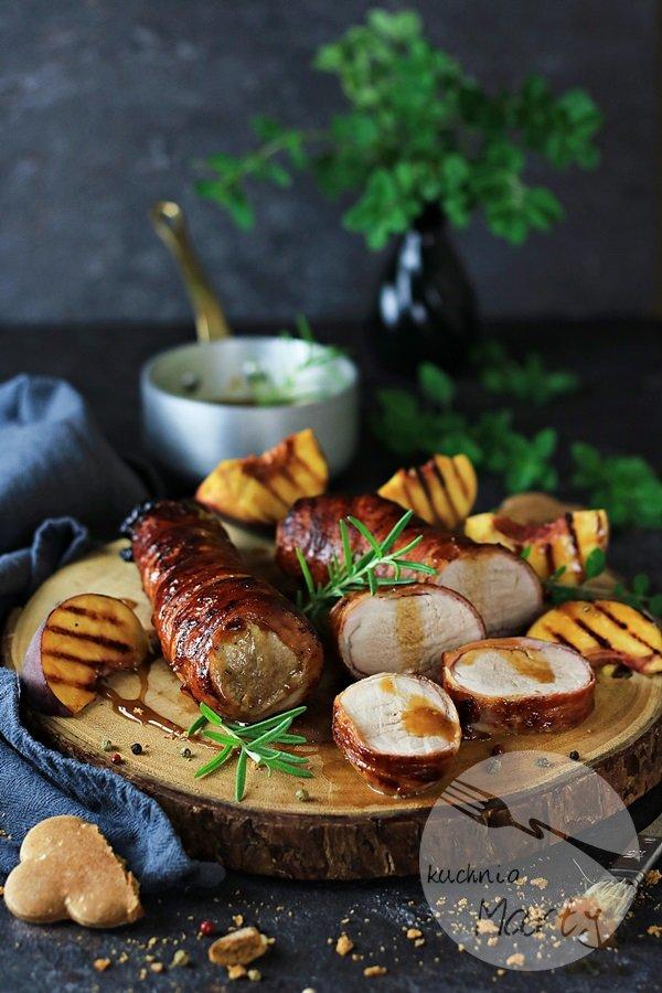 Polędwiczki wieprzowe w boczku z brzoskwiniowo piernikową glazurą