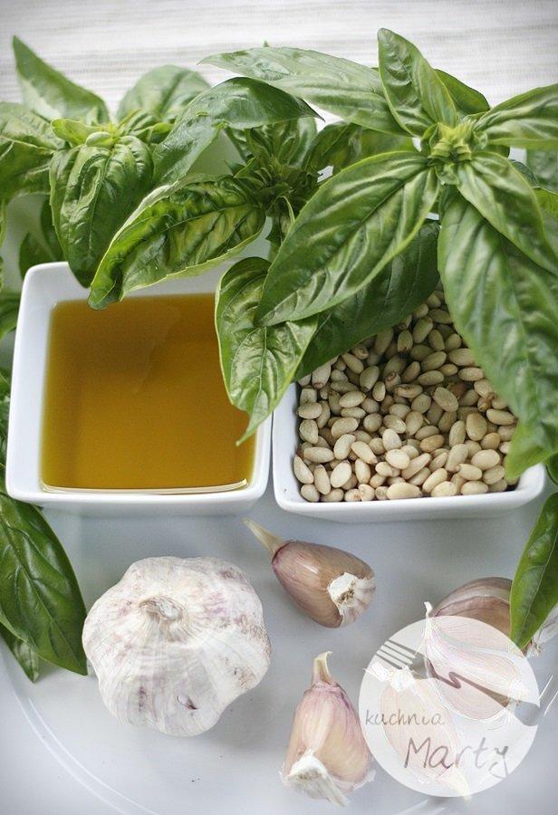 Pesto z bazylii z orzeszkami pinii - składniki