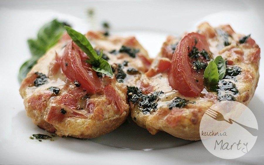 bruschetta2 - Bruschetta z pomidorami, mozzarellą i pesto z bazylii