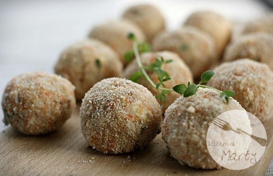 Pulpeciki ryżowo marchewkowe z serem i sosem z grzybów leśnych