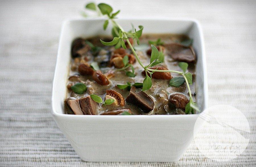 Pulpeciki ryżowo marchewkowe z serem i sosem z grzybów leśnych - sos