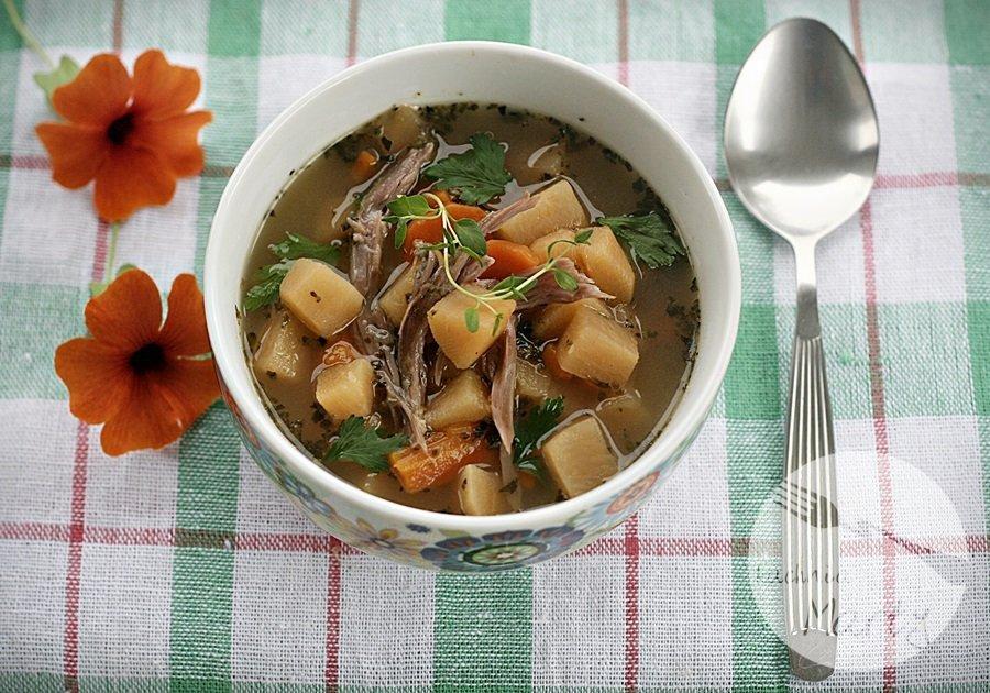 Sycąca zupa z brukwi na gęsinie