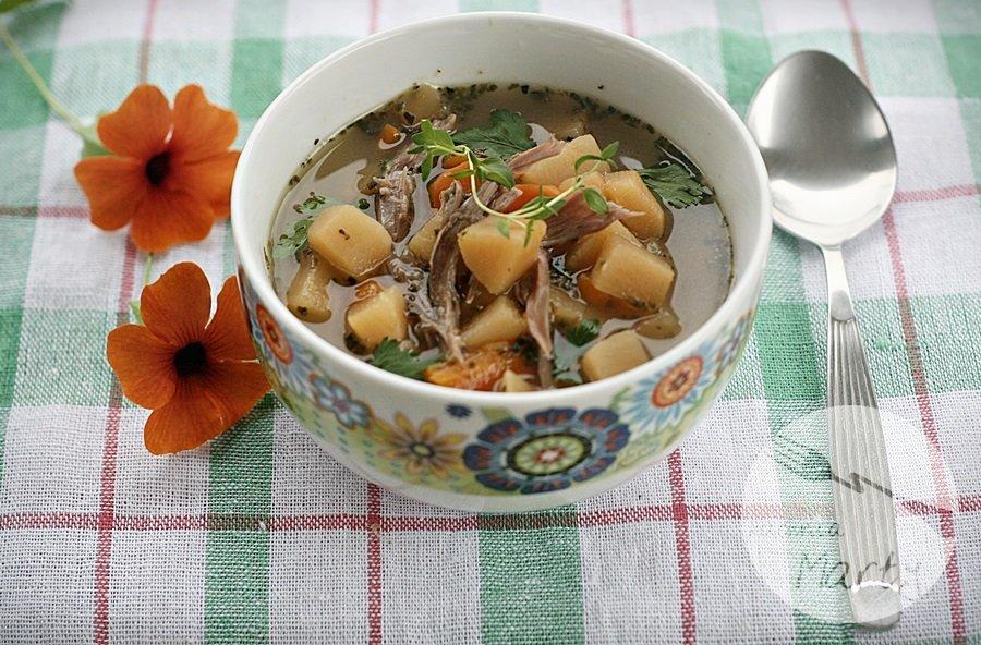 7224.900 - Sycąca zupa z brukwi na gęsinie