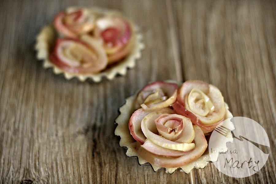 0095.900 - Karmelowe tartaletki z różami z jabłek
