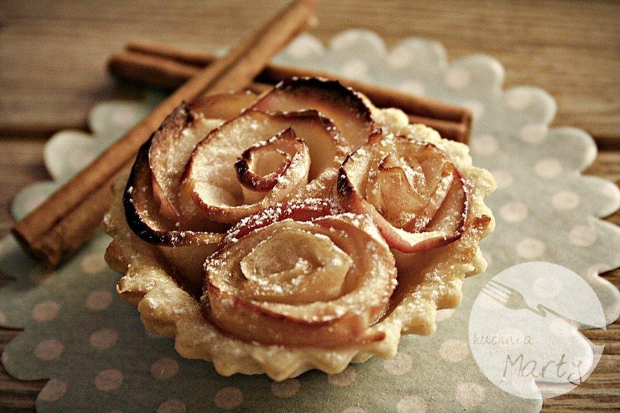 0127.900 - Karmelowe tartaletki z różami z jabłek