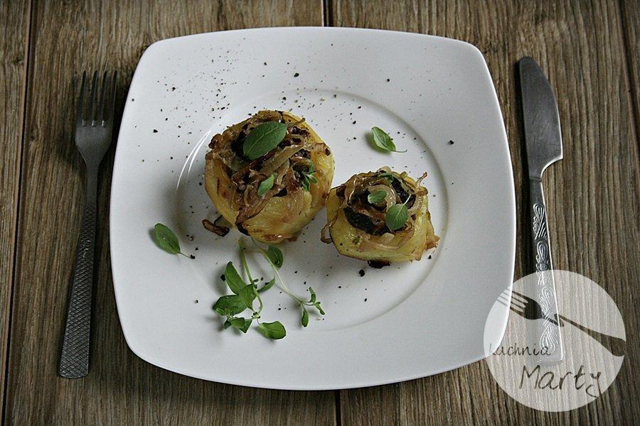 Pieczone ziemniaki nadziewane wątróbką
