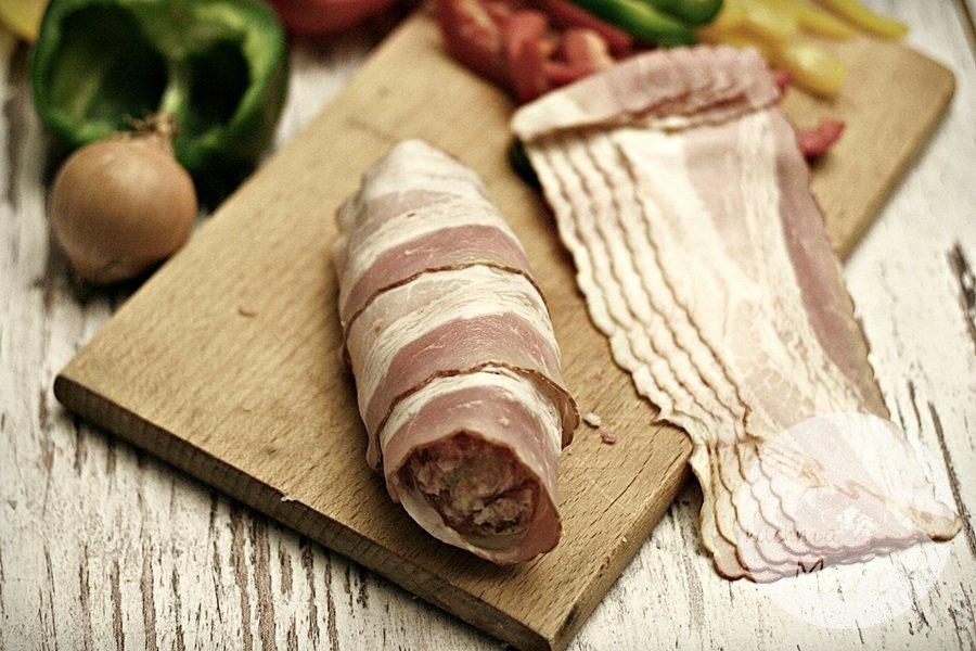 1009.900 - Rolady z mięsa mielonego otulone boczkiem i zapiekane brukselki