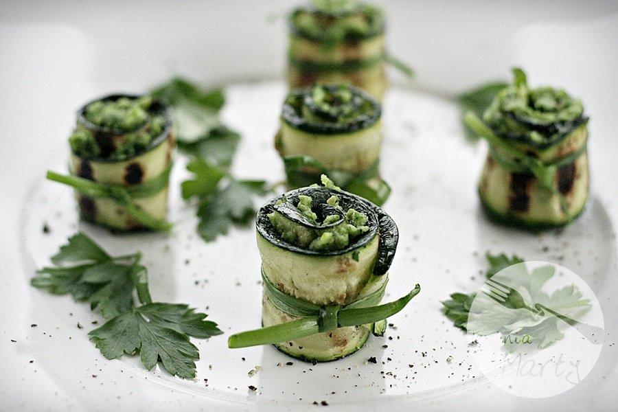 4212.900 - Grillowane roladki z cukinii z zieloną pastą