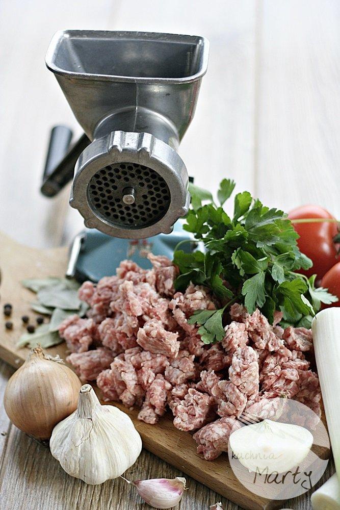 Pieczone pierogi nadziewane sosem bolognese