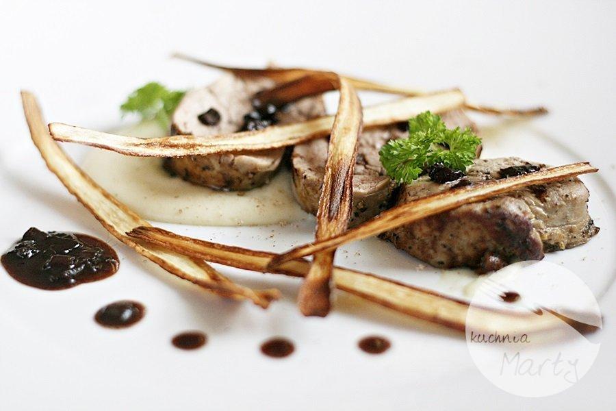 6647.900 - Polędwica wieprzowa z puree z selera i chipsami z pietruszki