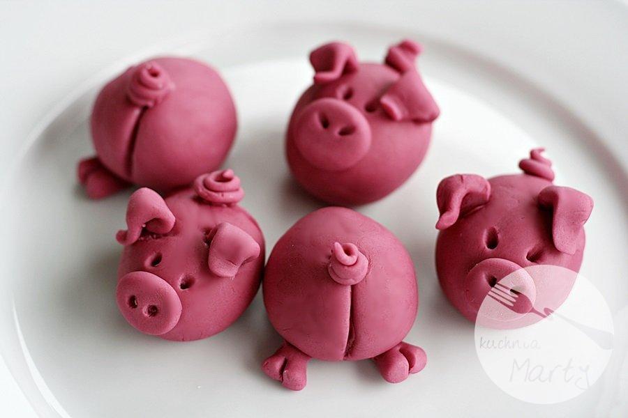 0222.900 - Tort świnki w błotku