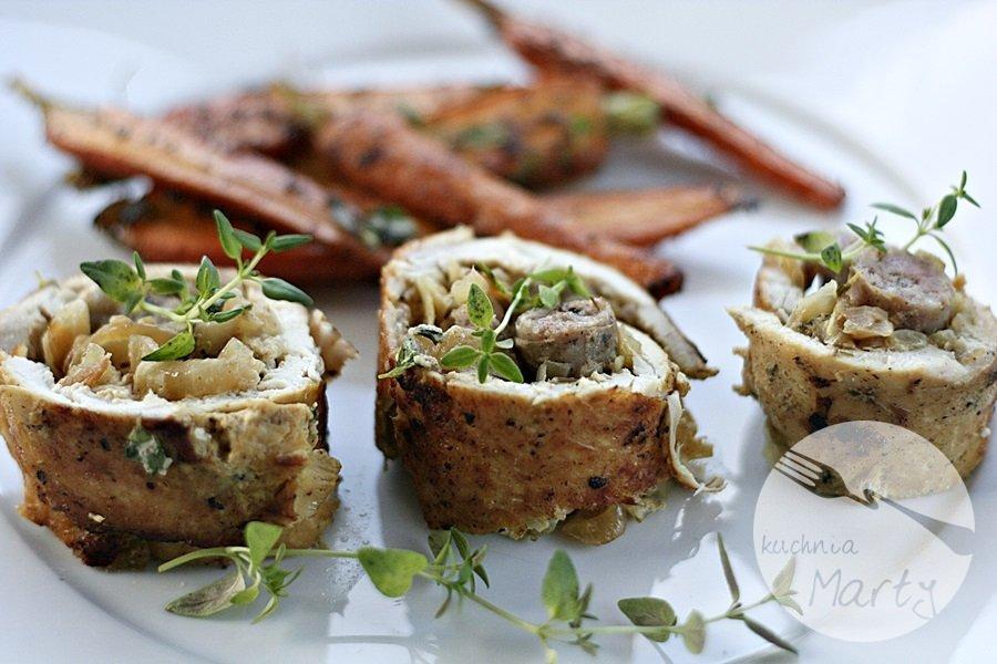 9310.900 - Rolady z kurczaka nadziewane białą kiełbasą i cebulą