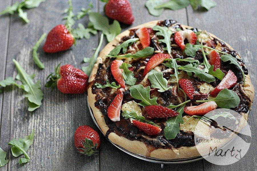 1243.900 - Pizza z kurczakiem, boczkiem i sosem truskawkowo balsamicznym