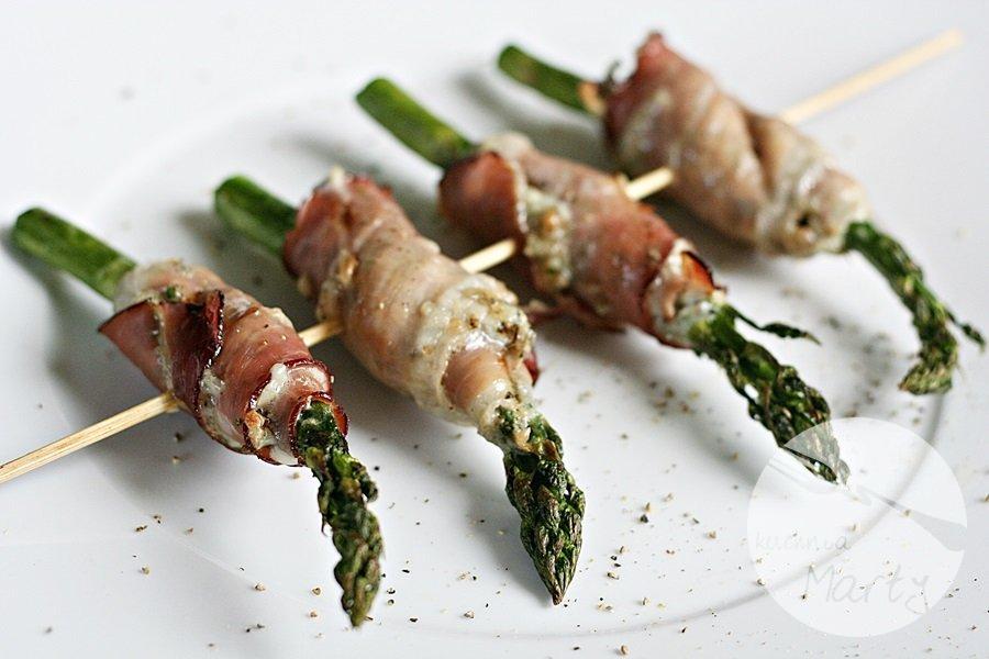 2945.900 - Pieczone szparagi z serem pleśniowym w szynce parmeńskiej