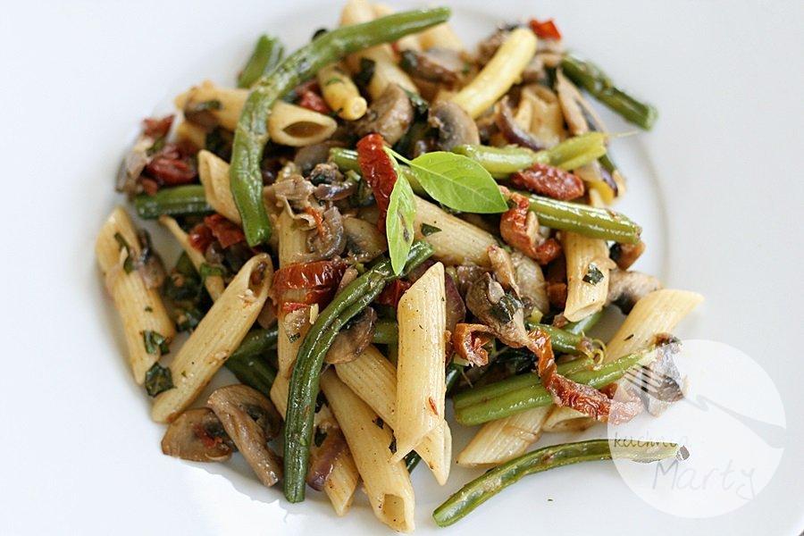 8093.900 - Penne z pieczarkami, fasolką szparagową i suszonymi pomidorami